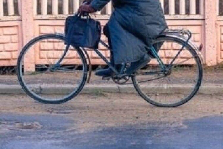 Не було грошей на автобус: на Волині жінка вкрала велосипед, щоб доїхати додому