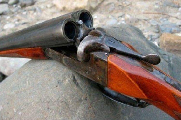 Чоловік застрелився із власної зброї