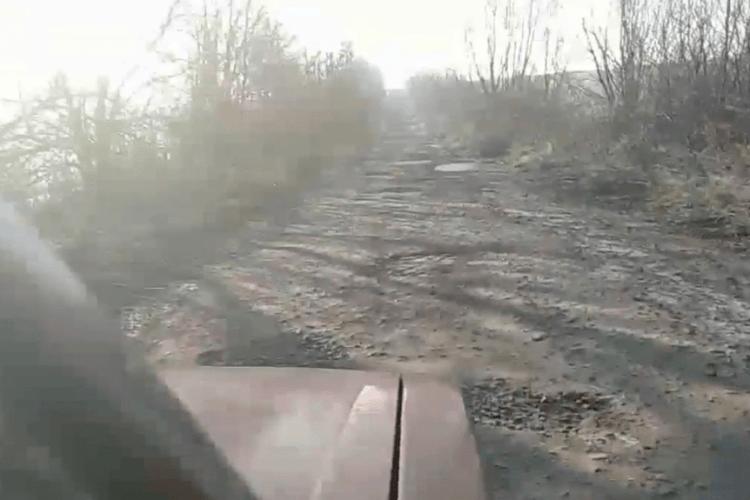 Упродовж 7 днів депутати вирішать долю аварійної дороги на Горохівщині, куди відмовляються їздити перевізники