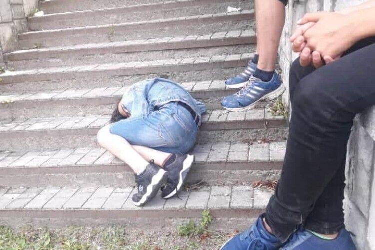 У Луцьку муніципали врятували підлітка від отруєння алкоголем