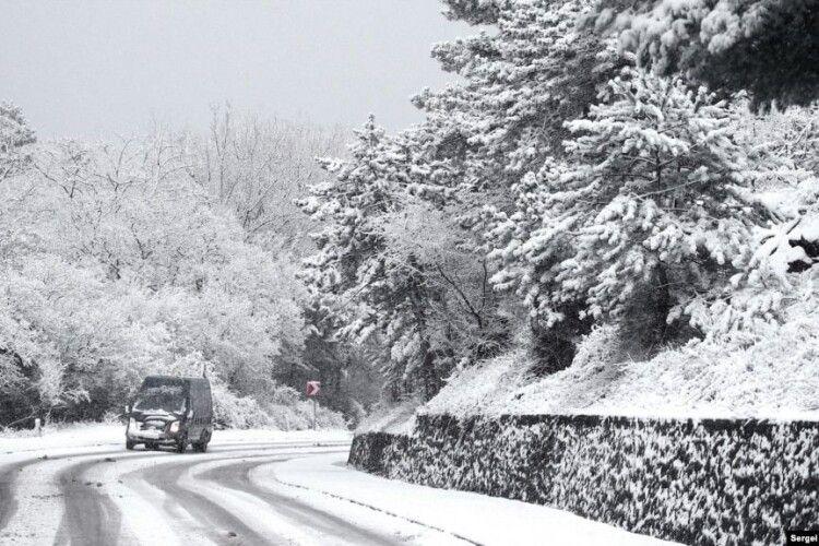 В Україні прогнозують сильні снігопади. Поліція і ДСНС попереджають про обмеження на дорогах