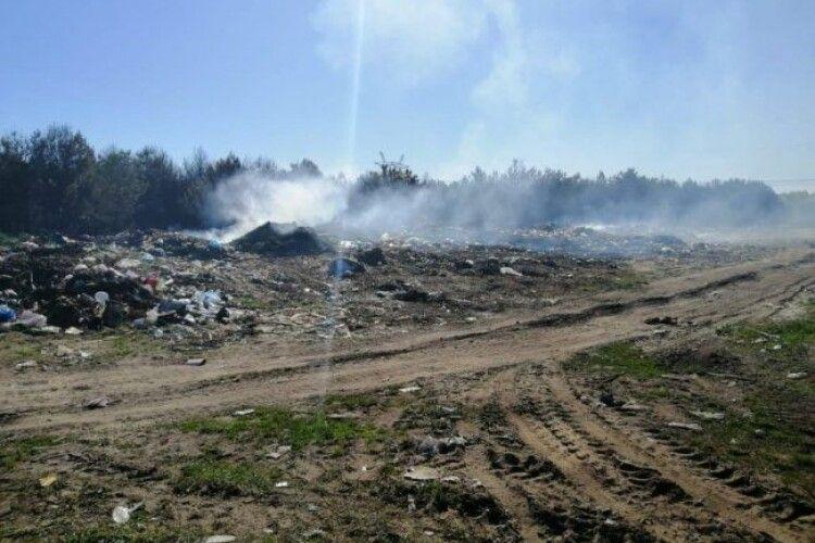 На Волині через підпал сміттєзвалища згоріло 5 гектарів лісу (Фото)
