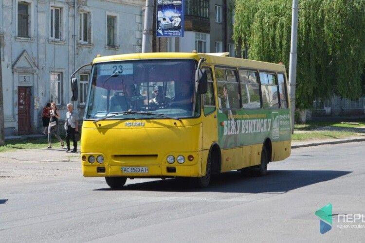 Жителі вулиць Карпенка-Карого та Задворецької вимагають від міськради відновити у Луцьку 23-й маршрут