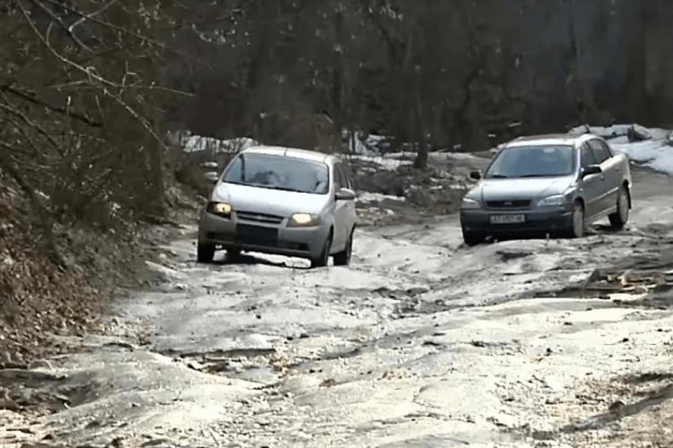 Крик душі: село на Волині задихається від відсутності нормальної дороги
