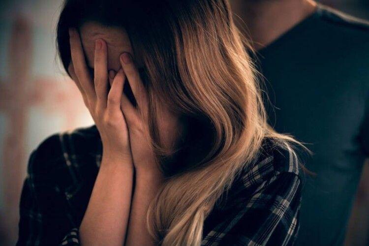 Зґвалтували 11-річну дівчинку: підозрюють її родича