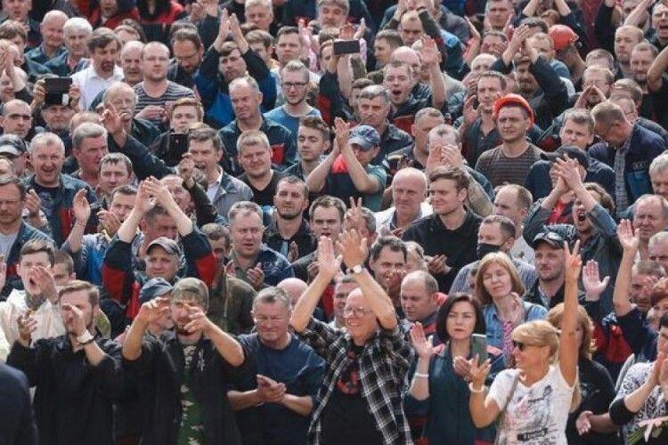 Робітники Мінського автомобільного заводу розпочали страйк