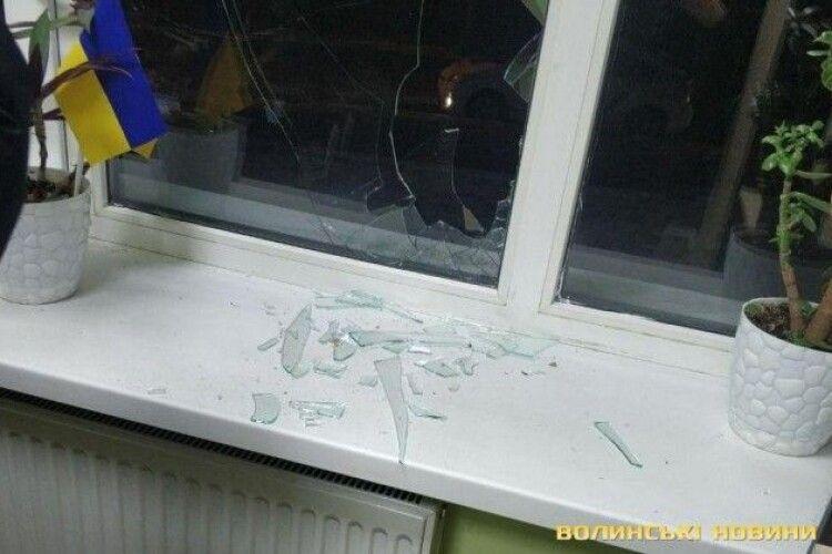 Уночі побили вікна луцьким муніципалам