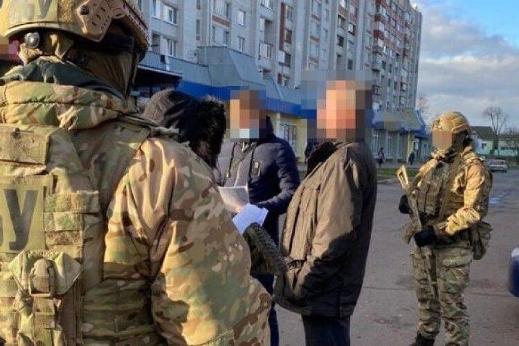 У Чернігові посеред білого дня впіймали озброєного російського лазутчика (Фото)