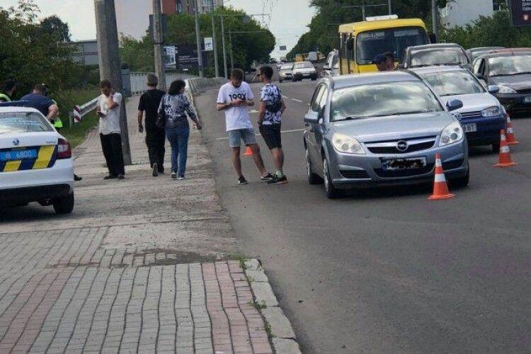У Луцьку біля мосту – аварія (Фото)