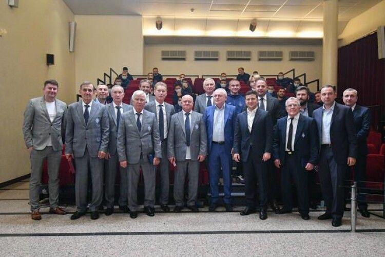 Зеленський нагородив легенд «Динамо» з нагоди 45-річчя завоювання Кубка володарів кубків і Суперкубка УЄФА