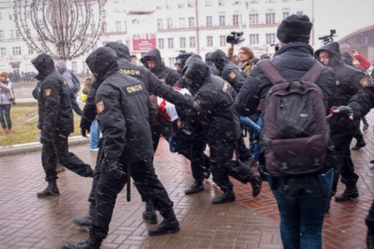 Євросоюз і США засуджують Лукашенка за жорстокий розгін опозиції (Відео)