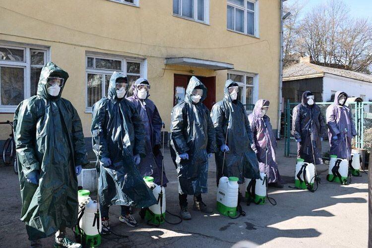 Триває дезінфекція багатоквартирних будинків у Луцьку