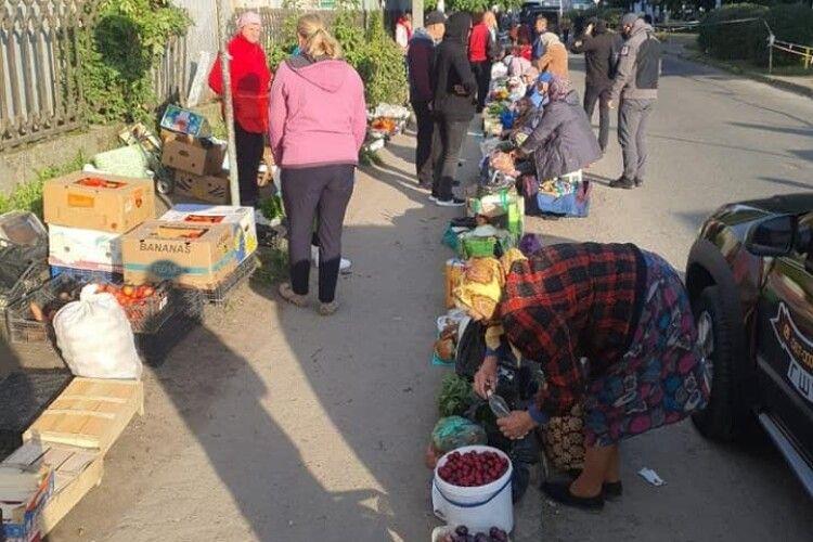 У Луцьку Муніципальна варта розігнала стихійний базар на автостанції (Фото)