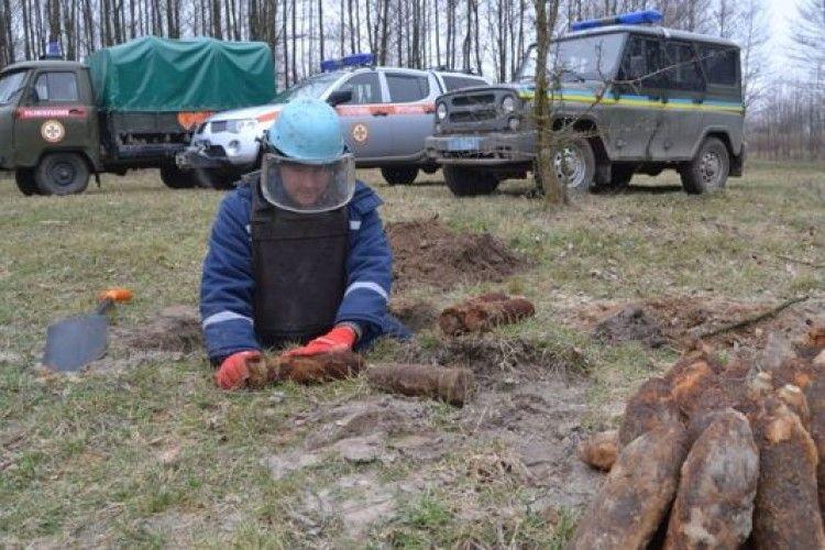 На Волині піротехніки знешкодили 62 артилерійські снаряди часів Другої світової війни