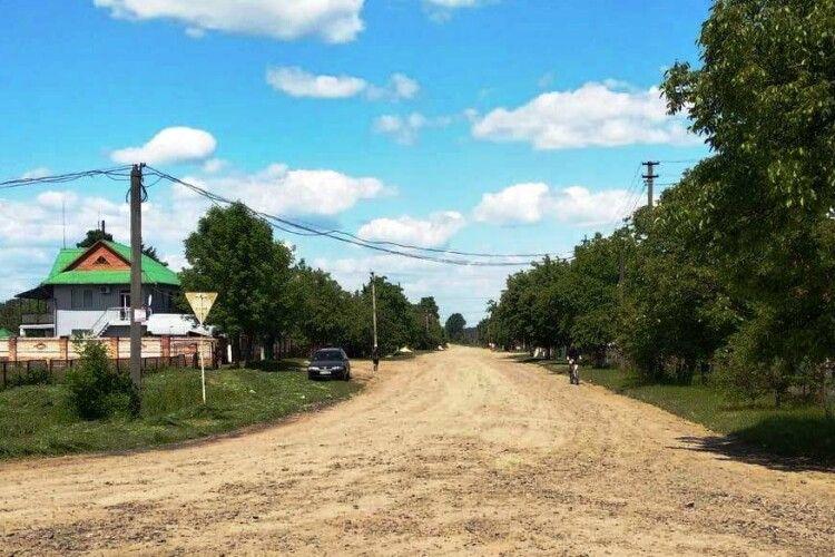 На Любешівщині одну дорогу ремонтуватимуть цього року, іншу – наступного
