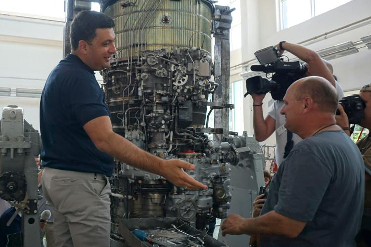 «Саме тут у Луцьку запроваджуються найкращі, конкурентні технології», – Гройсман під час візиту на завод «Мотор» (Фото, Відео)