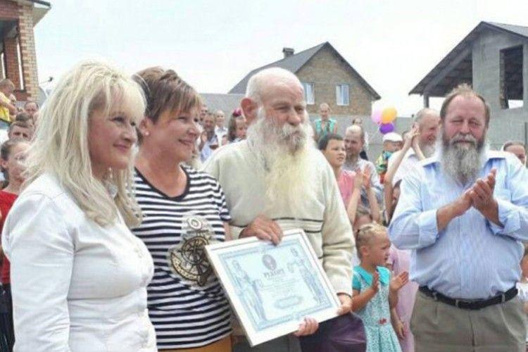 У найбільшій родині в Україні чоловіки борід не стрижуть