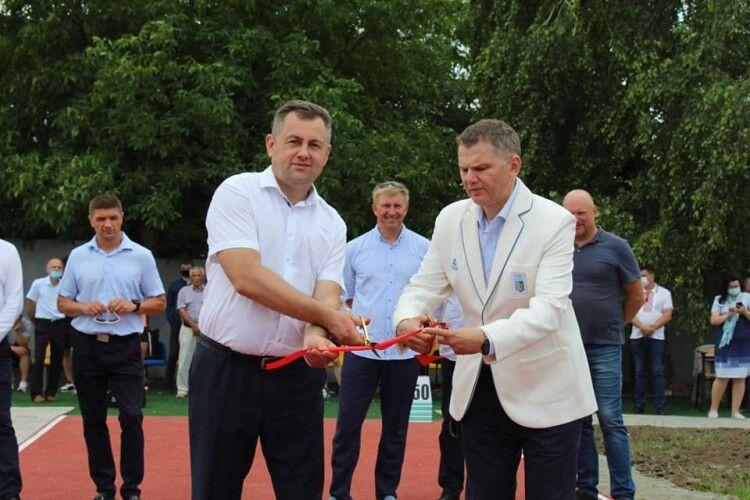 У Луцьку відкрили  унікальну в Україні легкоатлетичну базу (Фото)