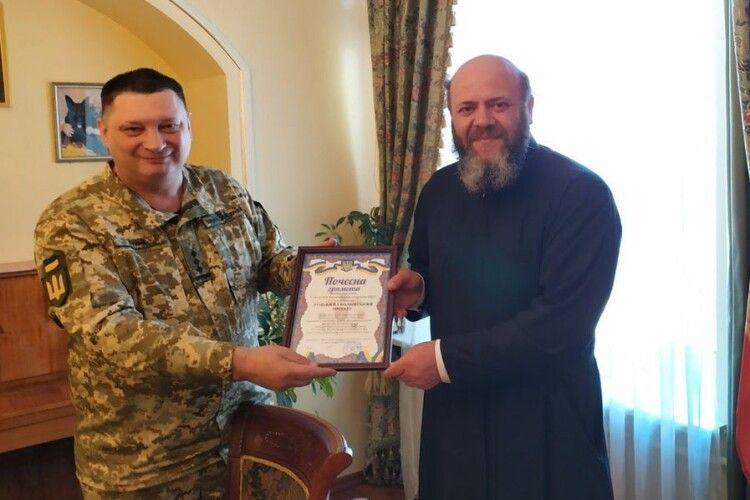 Волинського митрополита нагородили військовою відзнакою