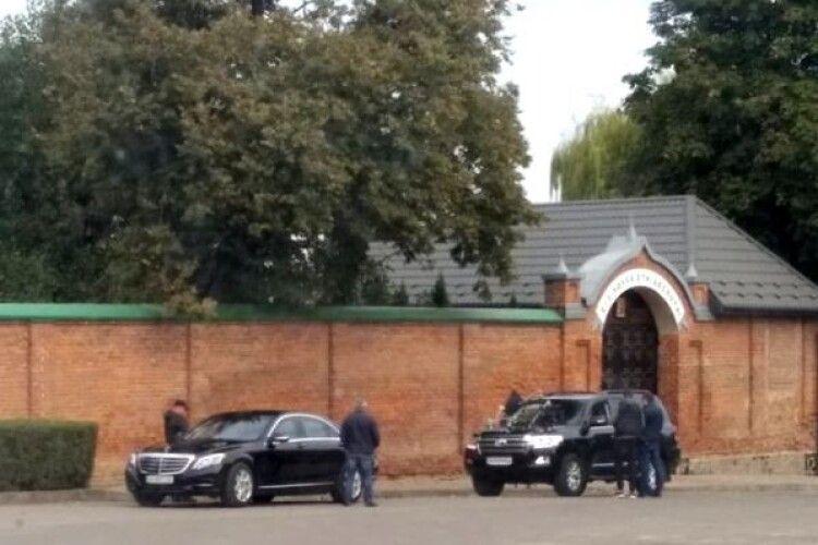 У монастирі на Волині помітили Оксану Марченко та боксера й телеведучого В'ячеслава Узелкова