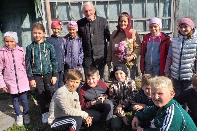 Людей похилого віку у волинській ОТГ вітали продуктовими кошиками і допомогою