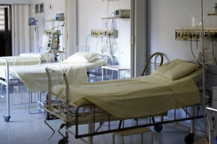 У Волинській обллікарні зайняті всі місця для хворих з коронавірусом: пацієнтів кладуть згідно черги