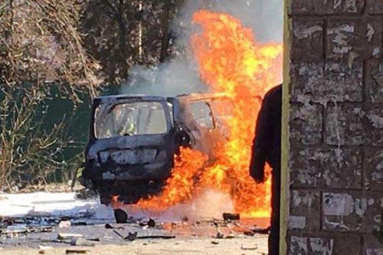 У Маріуполі вибухнув джип: загинув водій (ФОТО, ВІДЕО)
