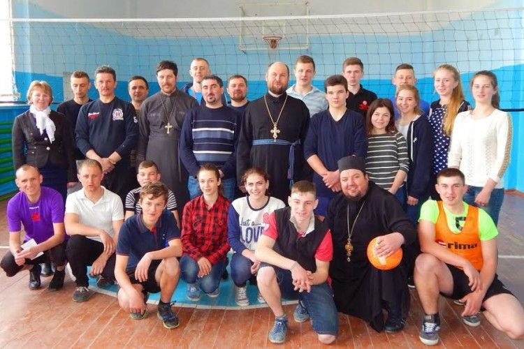 Команда рівненських священиків «Бім-Бом» виборола волейбольний кубок (фото)