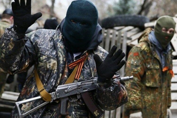 На Донбасі бойовик російських окупаційних військ розстріляв з автомата 15-річну дівчину