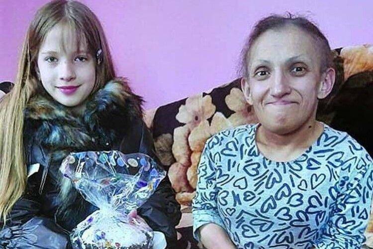 Перед смертю найменша мама світу благала попіклуватися про її 10-річну донечку Вероніку