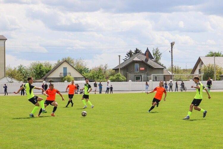 Яка команда виграла футбольний матч у Нововолинську