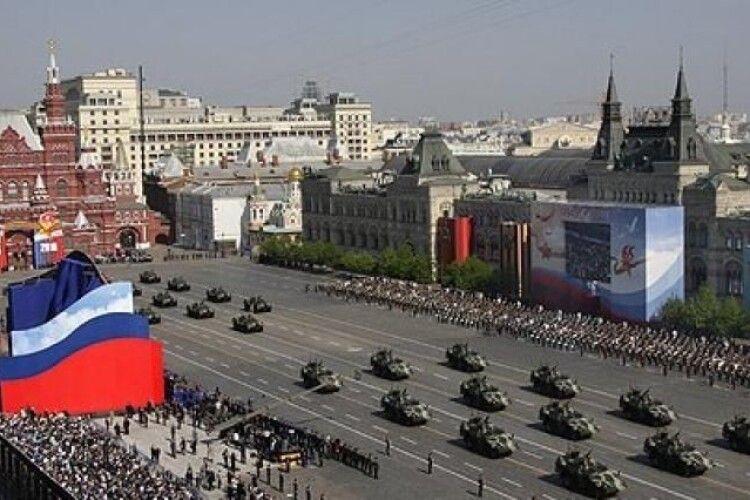Попри пандемію, росіяни не збираються відмовлятися від параду «побєдобєсія»