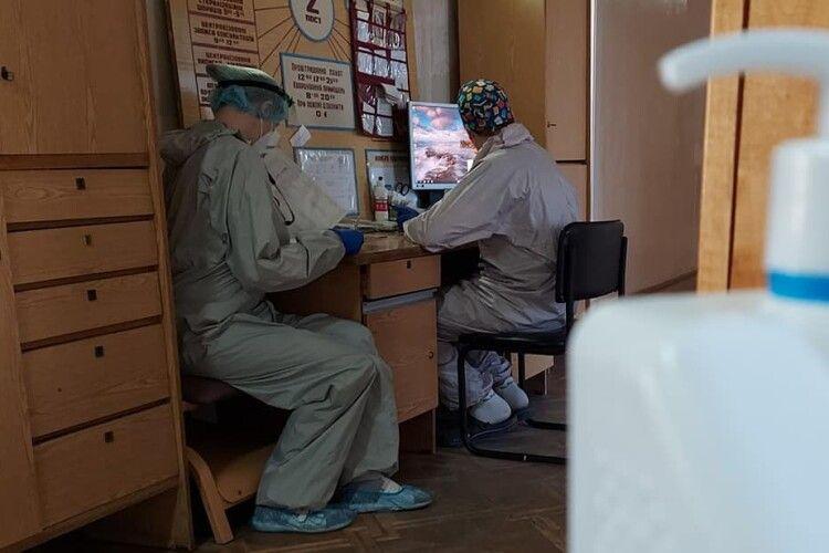 Лікарі районної лікарні на Волині показали, як лікують коронавірусних хворих