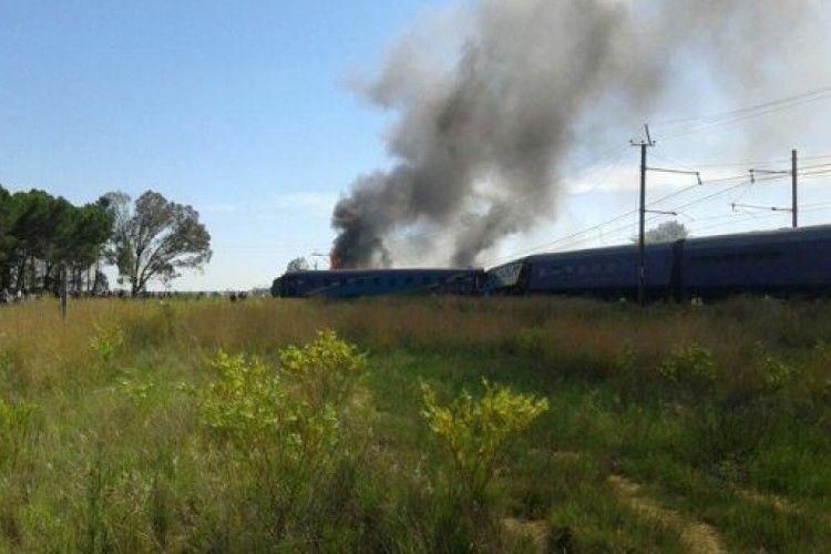 Потяг зійшов з рейок та загорівся