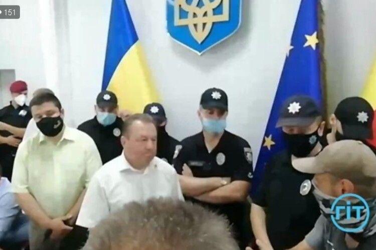 Луцькі протестувальники вимагають, щоб чиновники ішли у відставку