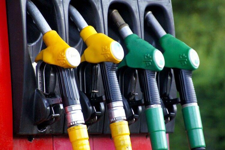 Газ і бензин подорожчають: що чекає на українців у травні