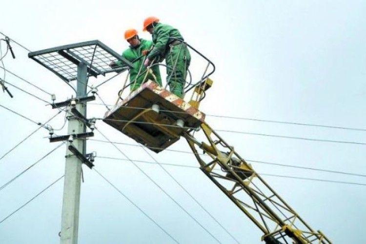 Енергетики мостять лелекам «єврогнізда» (фото)