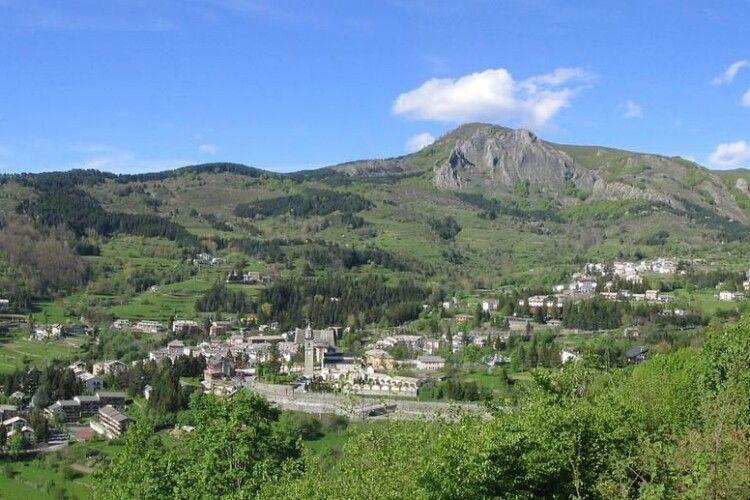 Охочим переїхати в італійське село Санто-Стефано обіцяють протягом трьох років виплачувати щомісяця по 8000 євро
