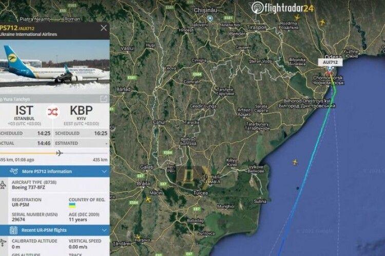 Літак, який прямував зі Стамбула до Києва, здійснив аварійну посадку в Одесі