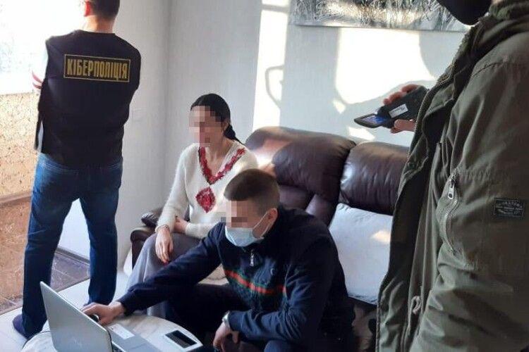 Уродженка Волині розповсюджувала в телеграм-каналі порнографічні відео та фото