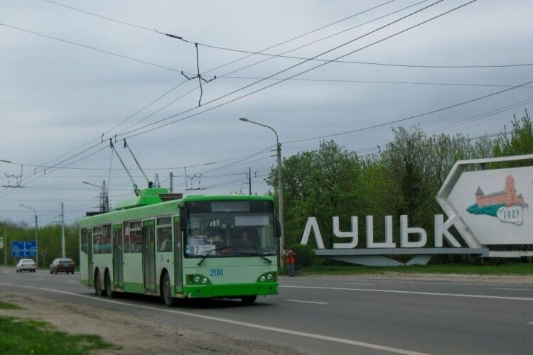 Незабаром карантин скінчиться і тролейбуси рушать містом...