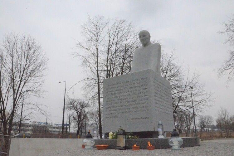 У Польщі поставили пам'ятник українському священнику-рятівнику