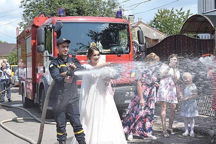 Дошлюбу— на… пожежній автоцистерні