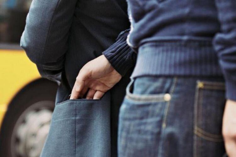 Поліцейські розкрили пограбування 61-річного жителя Рівненщини у Луцьку