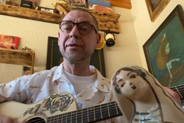 Білоруський музикант Міхалок уперше заспівав українською мовою (Відео)