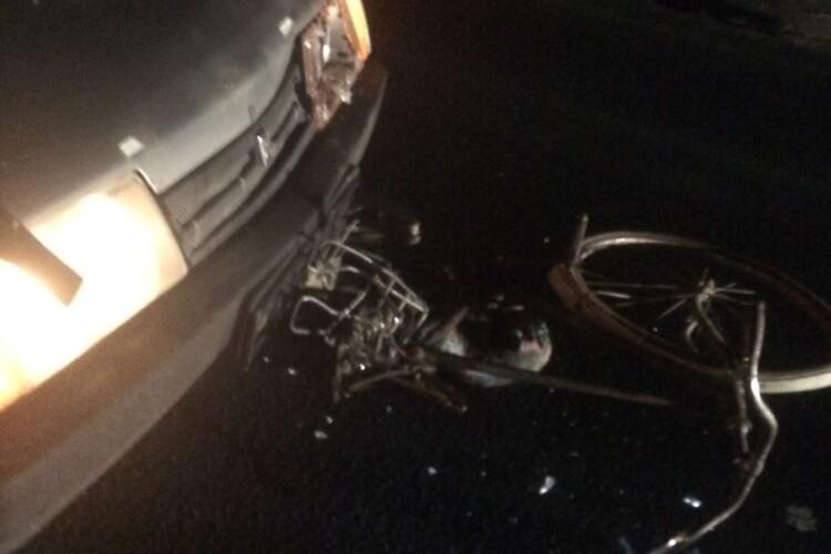 На Волині під колеса машини потрапив велосипедист. Поліція не знає, хто це