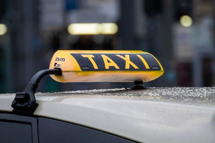 У Луцьку викликали таксі для перевезення мертвої дитини та двох дорослих