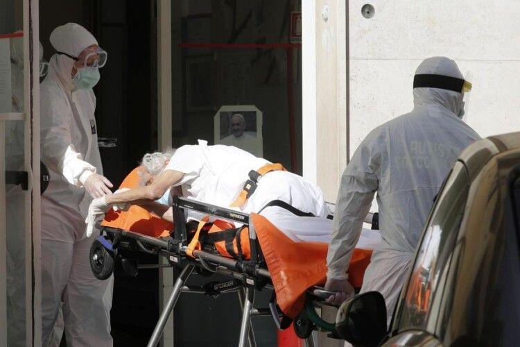 В Італії 101-річна жінка втретє вилікувалася від коронавірусу