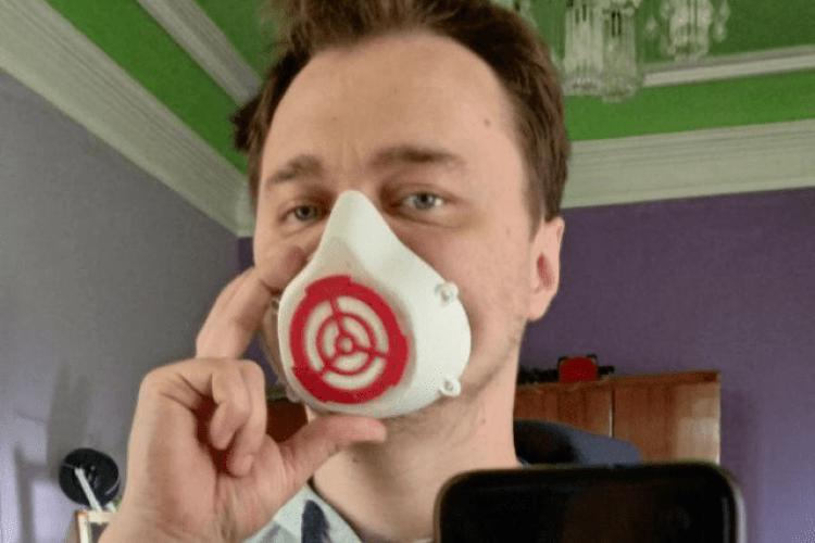 Волинянин друкує захисні маски на 3D-принтері