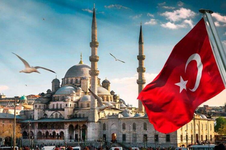 Випередили навіть німців. Українці виявилися на першому місці серед туристів, що відвідали Туреччину